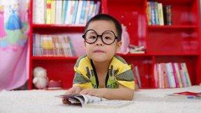 Titelbild - Lernmethoden, langfristig lernen, Kind, Streber