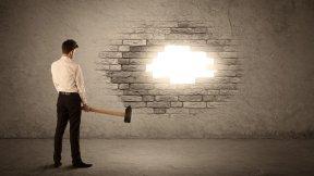 Veränderung - Veränderungsmanagement - Mauer einschlagen, einbrechen, einreißen - Beifreiuungsschlag